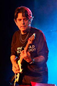 helen hardy band- les davidson-guitar
